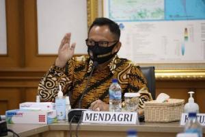 Mendagri: Jangan Ada Gambar Kepala Daerah di Bansos