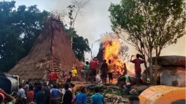 Kebakaran 25 Rumah Adat di Sumba Akibat Petir