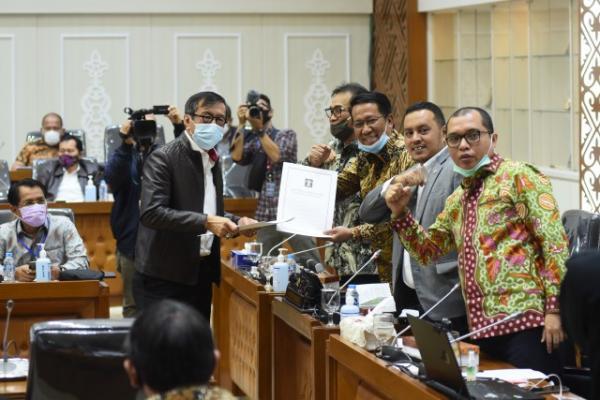 DPR Klaim UU Ciptaker Larang Perusahaan Kurangi Upah Buruh