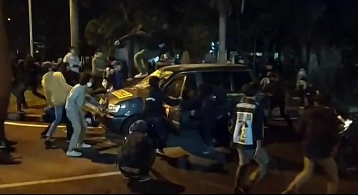 Demo Tolak RUU Ciptaker di Bandung, Massa Hancurkan Mobil Polisi