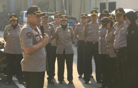 Propam Polda Jatim Periksa Polisi Joget Dangdut Saat Pandemi