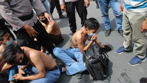 Polisi Tangkap 806 Pelajar Ikut Demo UU Ciptaker, Ada 2 Siswa SD