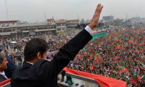 Puluhan Ribu Pendukung Oposisi Demo Tuntut PM Pakistan Mundur