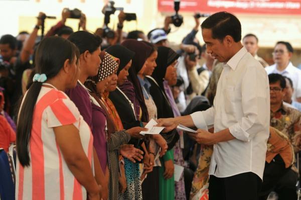 Cair 4 Januari 2021, Jokowi Larang Dana Bansos Dipakai Beli Rokok