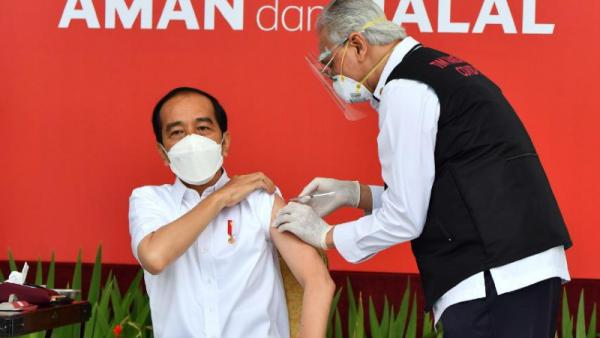 Divaksinasi Pertama Kali, Jokowi: Ini Ikhtiar Besar Perangi Covid-19