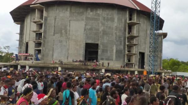 Penjelasan Bupati Mimika Soal Kerumunan Massa di HUT Gereja Kingmi