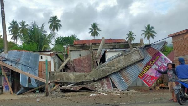 Gempa 6,2M Guncang Majene, 3 Orang Tewas Ribuan Mengungsi