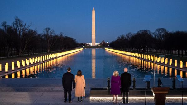 Jelang Pelantikan, Biden Kenang 400 Ribu Korban Covid-19 di Monumen Lincoln