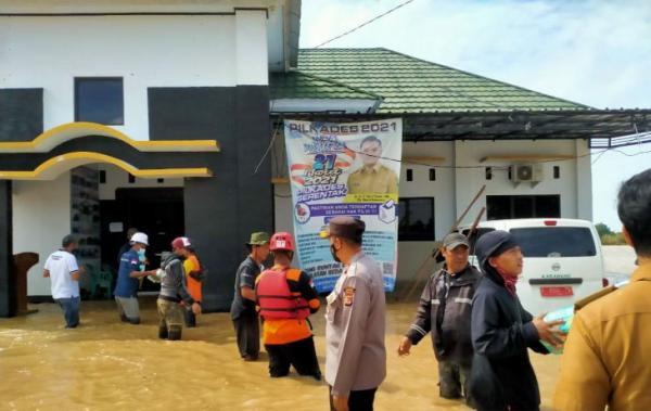 Banjir Karawang Landa 17 Kecamatan, 8.648 Orang Mengungsi