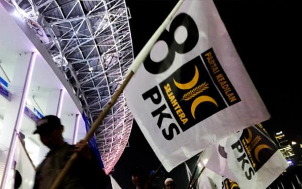 PKS Menentang Presiden Jokowi Soal Investasi Miras