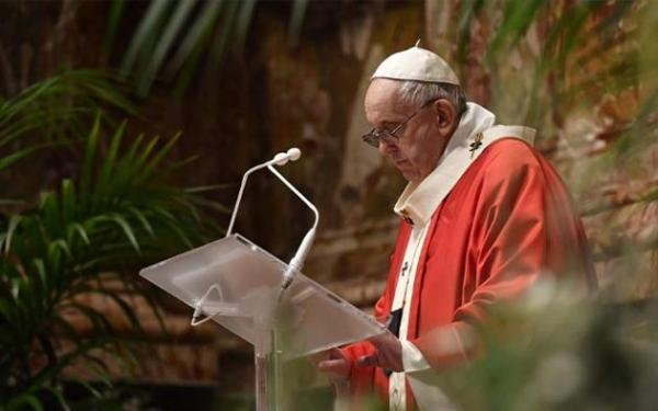 Paus Fransiskus Berdoa untuk Korban Bom Katedral Makassar pada Perayaan Minggu Palma