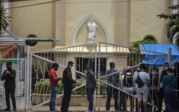 Bom Bunuh Diri di Katedral Makassar, Potongan Tubuh Berserakan