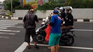 Komunitas Sepeda Seli Selatan Bagi Takjil Gratis selama Bulan Ramahdhan