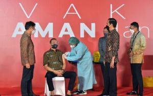 Jokowi Saksikan Cak Lontong cs Divaksin, Doakan Bebas Terpapar Covid-19