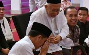 Foto Jokowi Bersimpuh Sungkem ke Ma`ruf Amin Viral, Begini Faktanya!