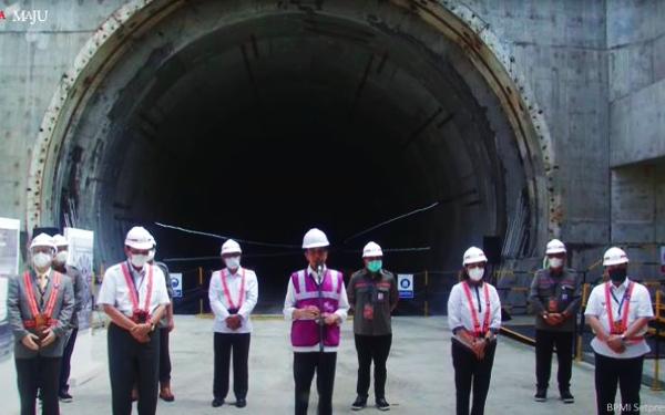 Presiden Jokowi Targetkan Proyek Kereta Cepat Jakarta-Bandung Selesai 2022