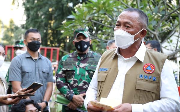 Tinjau Zona Merah di Kudus, Kepala BNPB Salurkan 30 Ribu Masker